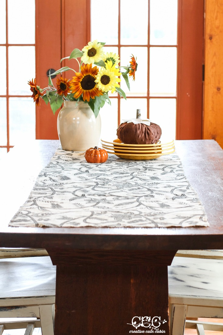 No Sew  Fall Burlap Table Runner | Creative Cain Cabin