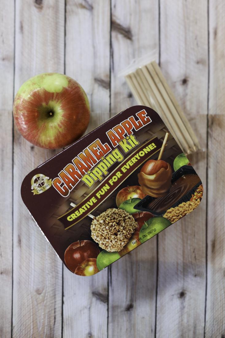 Easy Caramel Apples   creativecaincabin.com