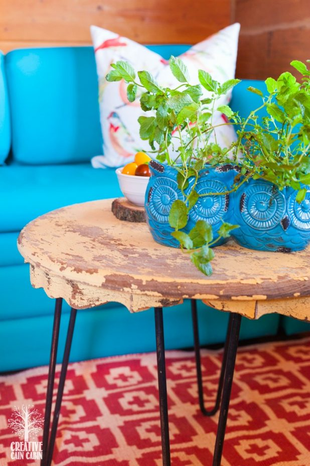Peacock Chalk Paint LoveSeat | Chalk Paint Through a Spray Gun | Turquoise Decor | Bright Color Decor | CreativeCainCabin.com
