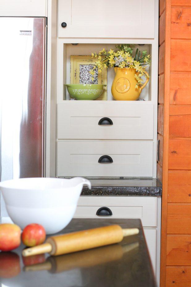 Decorating a Kitchen Nook
