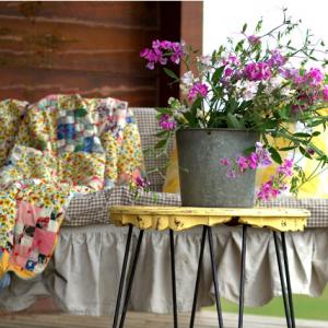 http://creativecaincabin.com/2013/07/rustic-cabin-porch-decor/
