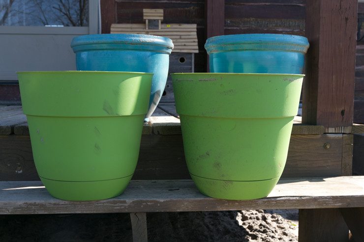 Spray Paint Flower Pots for a New Look