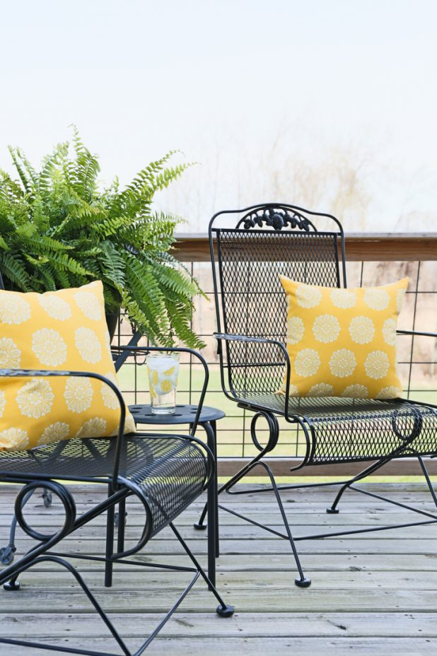 How to Prep and Paint Metal Deck Furniture, Video Tutorial Included