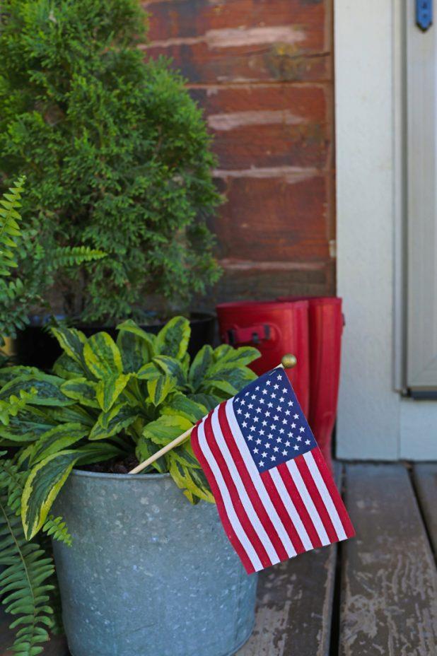 Simple Outdoor Patriotic Decor