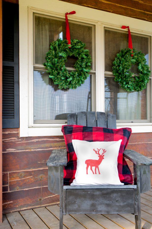 DIY No Swing Wreath Hanger