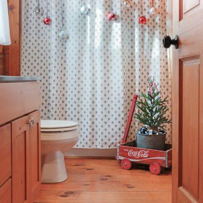 Inexpensive Christmas Bathroom Decorating