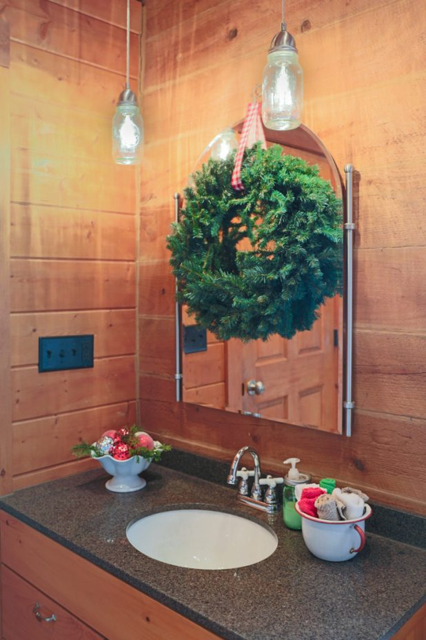 Inexpensive Ways to Decorate Bathroom For Christmas