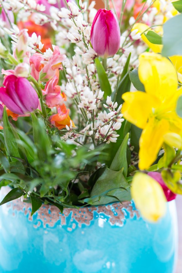 Beautiful Spring And Easter Centerpiece That Anyone Can Create