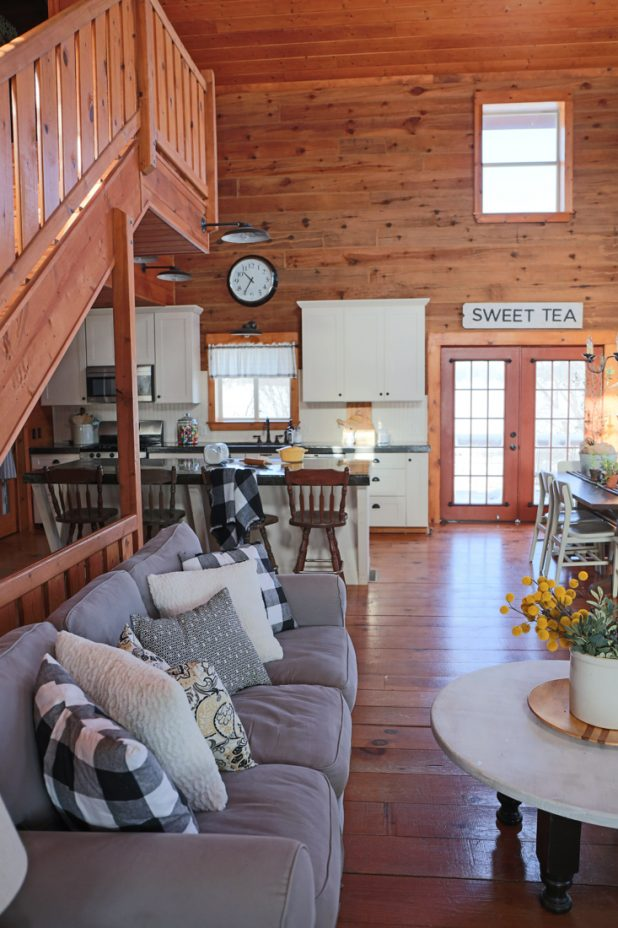 Black, White, Yellow and Gray Colors Used in a Log Home