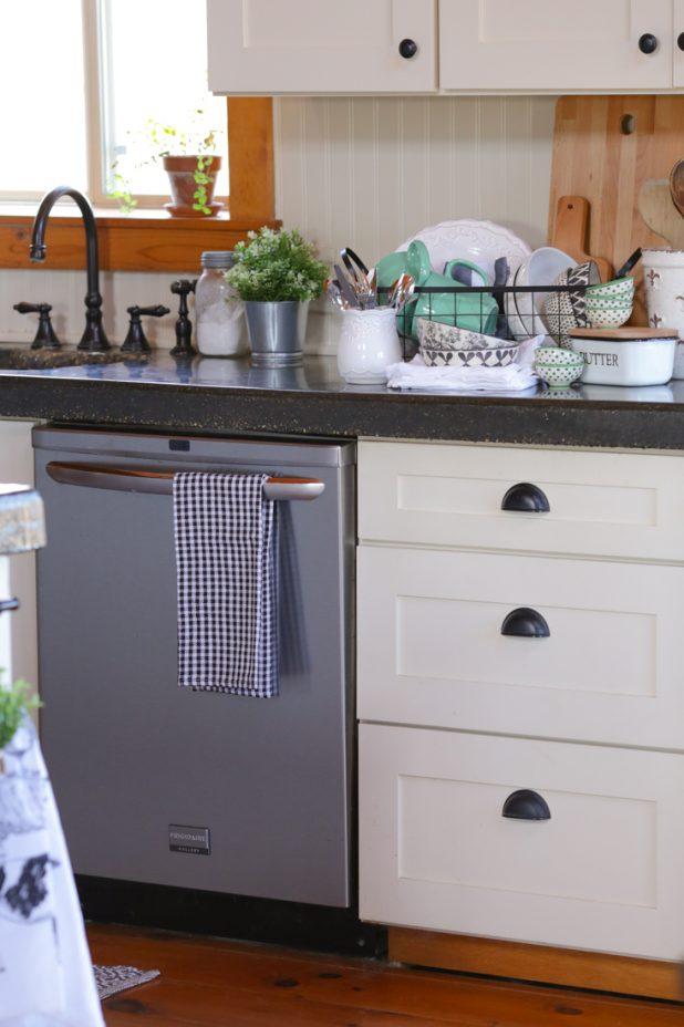 How To Get That Farmhouse Kitchen Look