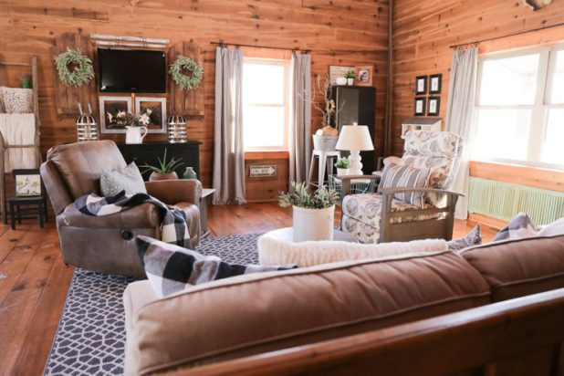 Living Room In a Log Home, Furniture Style, Farmhouse Style, Log Cabin, Log Home, Neutral Living Room, Rustic Design