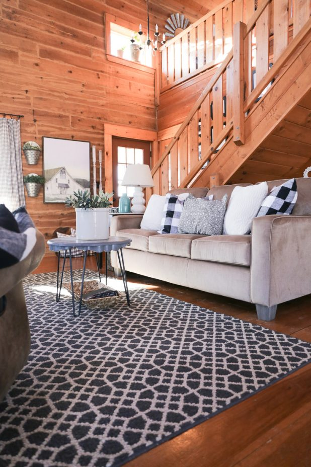 Log Home Living Room, Rustic Style, Farmhouse Style, Black and White, Buffalo Check, Neutral Decor