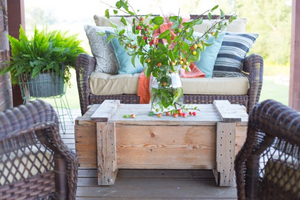 Easy Fall Porch Decor Using Natural Elements