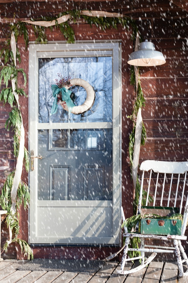 rustic cabin christmas porch and door garland creativecaincabincom - Cabin Christmas Decor