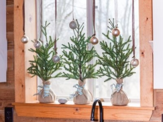 Easy Kitchen Window Christmas Garland | CreativeCainCabin.com