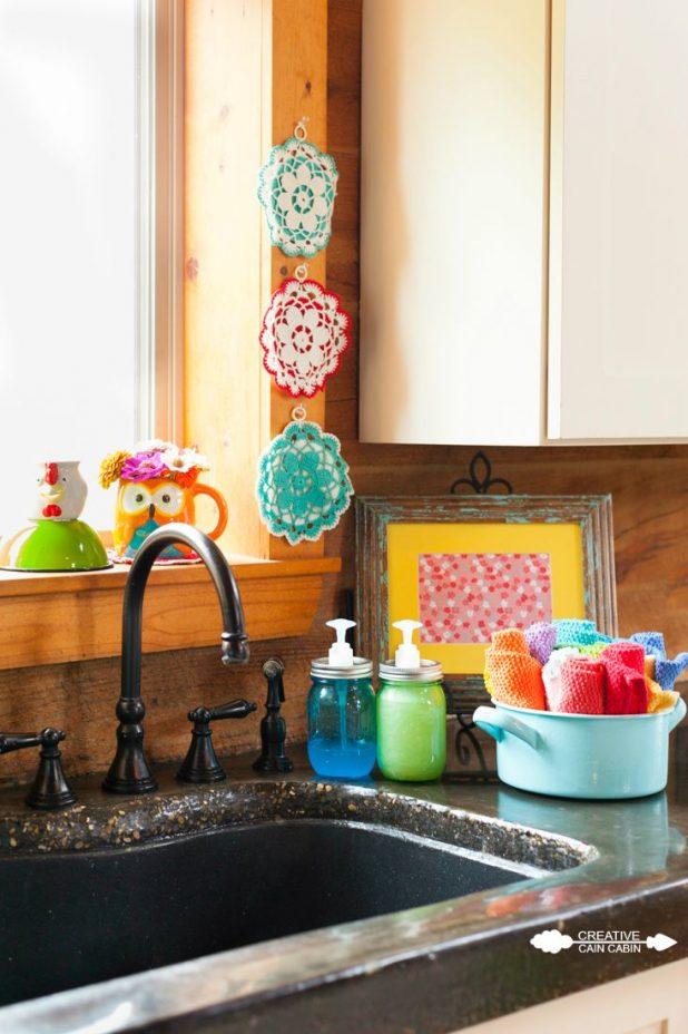 Colorful Vintage Kitchen Accents | CreativeCainCabin.com