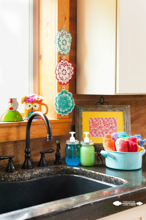 Colorful Vintage Kitchen Accents | CreativeCainCabin.com