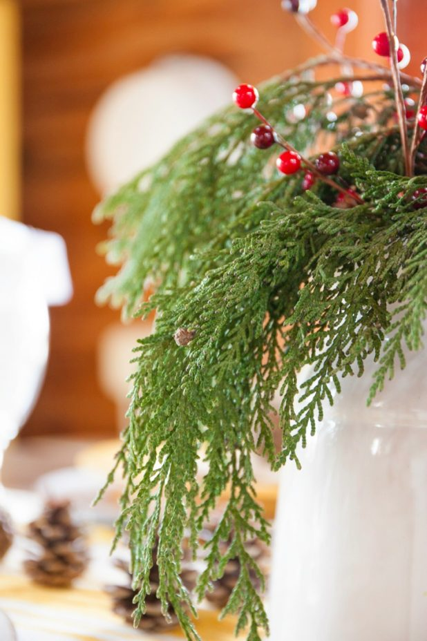 Rustic Log Home Christmas Table Using Natural Elements, How To Preserve Evergreen Branches To Make Them Last