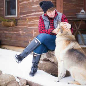 My Favorite Ways to Style Hunter Boots Wearing Red and Black Flannel Shirt, Slouch Hat, Skinny Jeans, and Wellies
