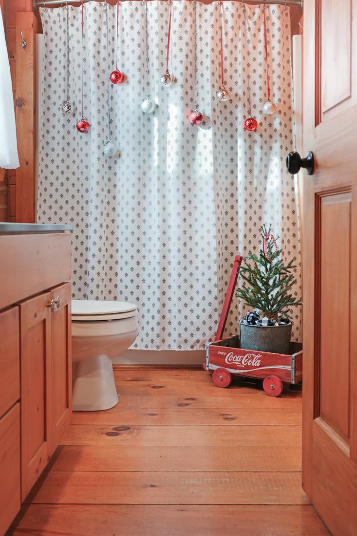Inexpensive Christmas Bathroom Decorating Creative Cain Cabin