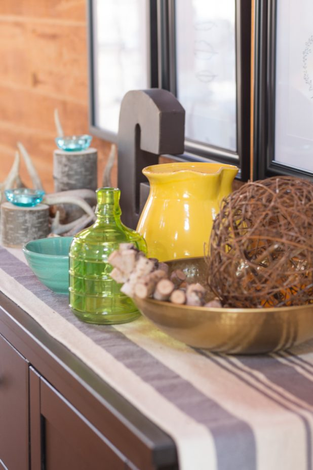 Side Bar Decorate For Spring Using Yellow, Green, Blue, and Natural Elements