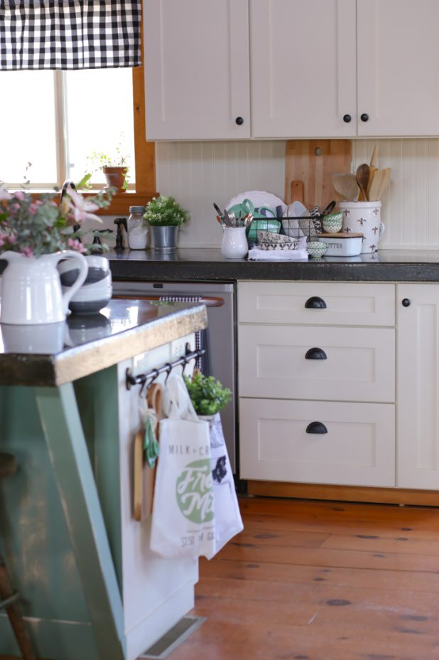 Must have items to create a farmhouse kitchen