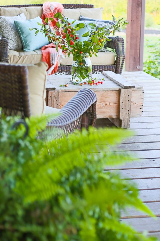 Simple Fall Porch Decor Using Natural Elements