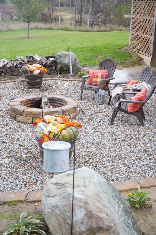 Fall Fire Pit, Fall Container Garden, Traditional Fall Colors, Log Home, Fall Decorating Ideas