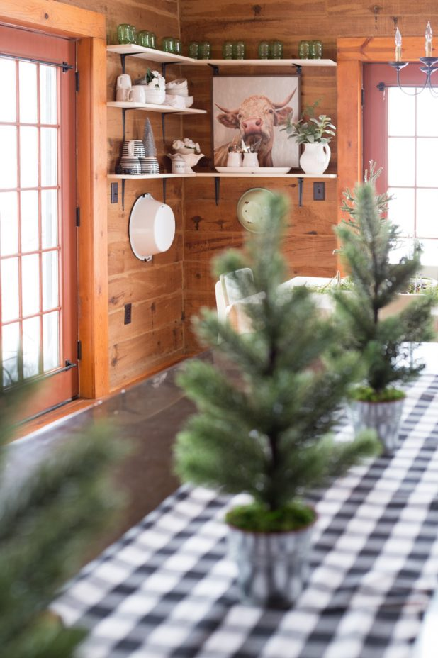 The 6 Things You'll Need to Create A Cozy Natural Christmas Themes. Pinecones, Farmhouse Shelves, Open Shelves, Christmas Trees, Galvanized Bucket, Wood Slice, Deer Antlers, Faux Greenery, Mongolia Home, Log Home, Log Cabin
