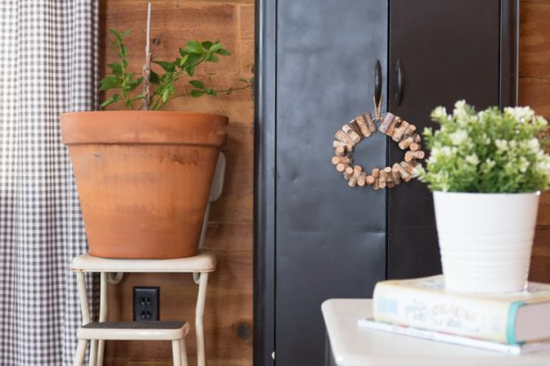 Indoor Potted Lime Tree, Log Home Living, Farmhouse Style Decorating, Vintage Stool