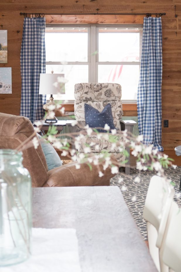 Log home living room. Farmhouse style. French blue buffalo check