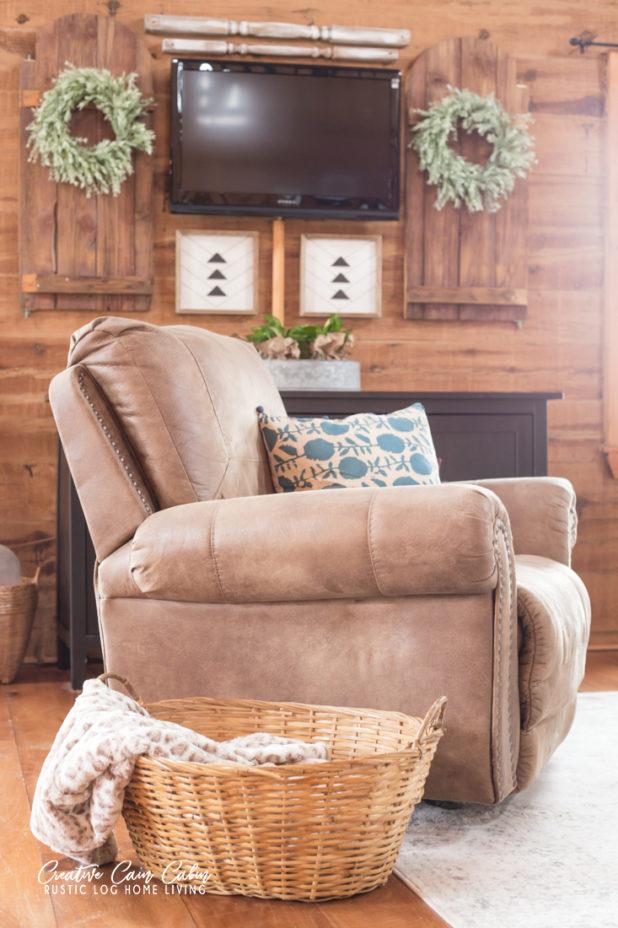 Spring Home Tour, Log Home, Log Cabin, Farmhouse Style, Blue Green Yellow Decor, Cozy Living